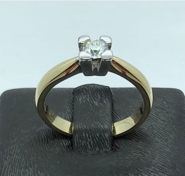 Solitario de oro amarillo y garra de oro blanco con diamante 0,45cts