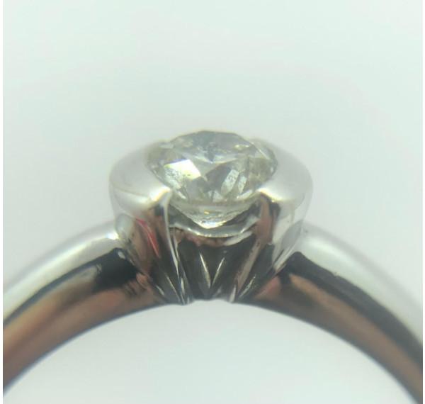 Solitario de oro blanco y diamante de 0,40cts
