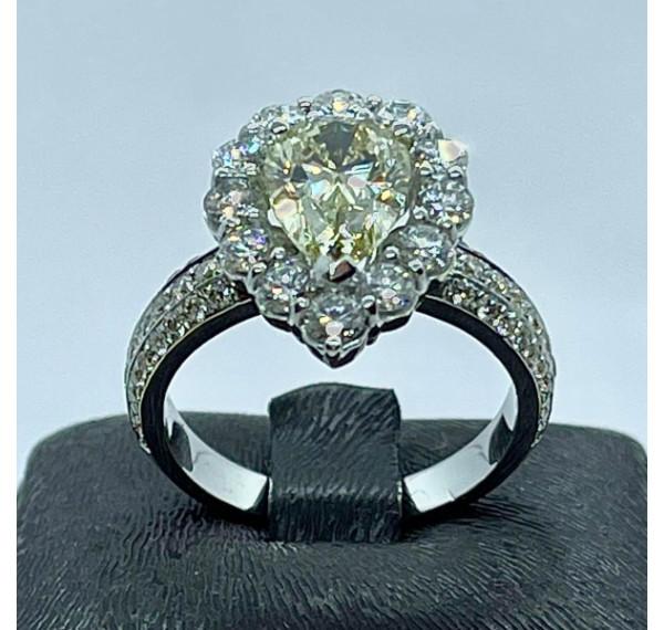 Sortija con diamante fancy light