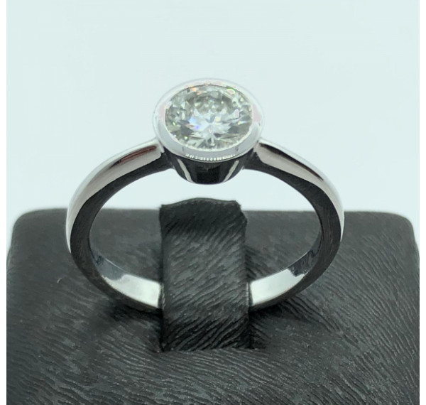 Solitario oro blanco y diamante 0,90cts