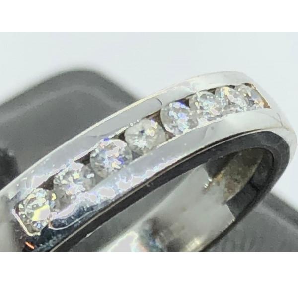 Sortija de oro blanco y media alianza de diamantes